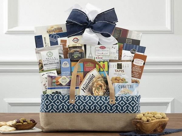 The Connoisseur Gourmet Gift Basket